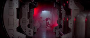 Leia Organa y R2 D2 en la Estrella de la Muerte