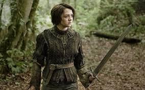 arya stark de camino al muro para encontrarse con su hermano Jon nieve y su tio, ambos en la guardia de la noche